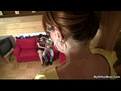 She catches her BF with her old mom