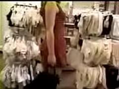 Gatinha se mostrando no shopping