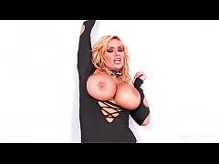 Shyla Stylez fucks herself