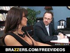 Big-tit brunette MILF Lisa Ann decides to settl...
