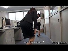 Office slut fondles her wet pussy on the table