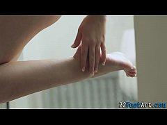 Teen gets toes cumshot