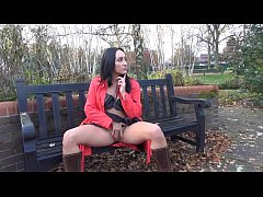 Couragious Chloe Lovettes public flashing and u...