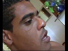 Cafuçu brasileiro gostoso batendo punheta