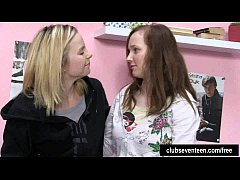 Lesbian teens lick twats in bedroom