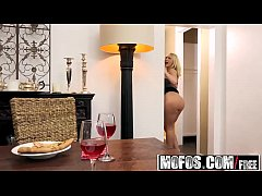 Mofos - Pornstar Vote - Housewife Fucks on Kitc...
