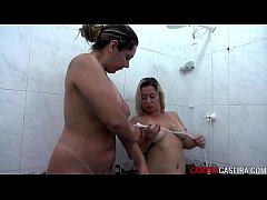 Lésbicas com tesão no banho