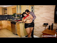 SSBBW Vylette Vonne Takes Selfies With Huge Coc...