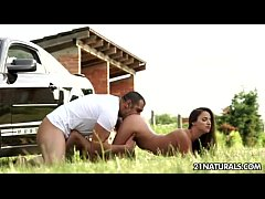 Amirah Adara Seduce y Coje con Pantaloncitos Sexys
