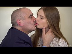 Tricky Old Teacher - Sexy babe gives her old te...