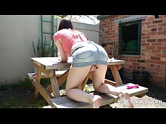 Yanks Girl Anne Toys Her Cunt Outdoors