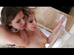 Bobbi Star is stretching Ashley Fires's holes!