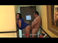 Pizza delivery guy fucked with housewife www.po...