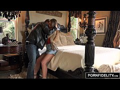 PORNFIDELITY Taylor Sands Toys Her Pussy With C...