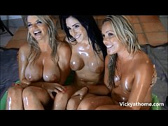 Oil Show!? Vicky Vette Anal and Oil Live Event