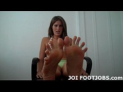 If you suck my toes I will give you a hot footj...