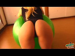 Epic Ass Busty Blonde Teen! Working Out With Fi...