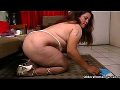 BBW milf Laura takes good care of her home and ...