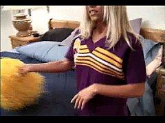 blonde cheerleader allysin chaynes
