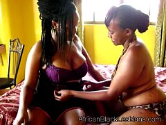 Gorgeous African babe seduced by chunky black l...