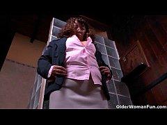 Latina milf Karina peels off her nylons and wor...
