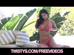 Gorgeous bikini clad model rubs her clit to an ...