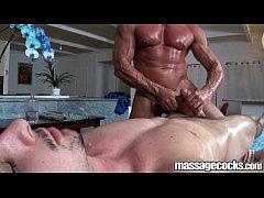 Sarado fodendo o rapaz na massagem