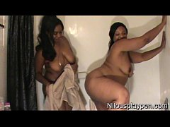 Wet Lesbian Balloon Popping : Nilou Achtland & Eve