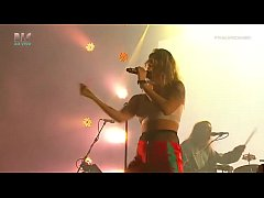 Tove Lo showing her tits at Lollapalooza BR 201...