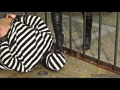 MLDO-139 A prisoner is dominated by a woman gua...