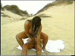 Sand in der Pussy- Tiziana Redford aka Gina Colany