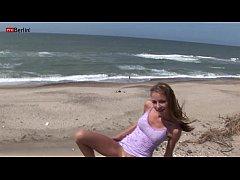 Eroberlin Gilda Roberts danish beach bikini mas...