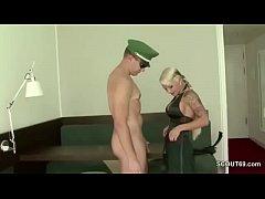 Hamburger Polizist fickt beim Dienst mit geiler...