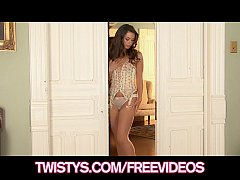 Stunning teen brunette rubs her clit until she ...