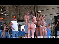 watch these girls get buck wild on stage at an ...