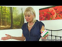UK gilf Elaine pleasures her 60-year-old clit w...