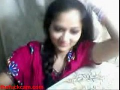Live Sex - Indian Tean on Webcam showing her ti...