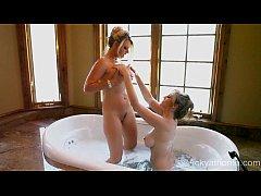 MILFS in a Tub! Superstars VIcky Vette & Julia ...