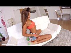 Maria Rya using fingers solo on Sapphix