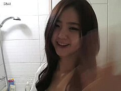 Hot Girl Mastubates in bathroom http://sh.st/bCbsE