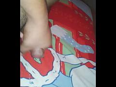 me vengo en la cama de mi hermana