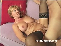 Amazing blonde cougar with bigboobs bounces on ...