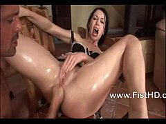 Babe Isabella Clark gets her asshole fisted