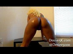 Blackwoman banging out to trap music real raw n...