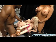 Mom and daughter in interracial threeway