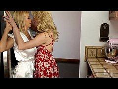 Mia Malkova and her Stepmom Alexis Fawx Almost ...