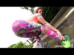 Download  3GP - PAWG Virgo Peridot Shows Off Her Huge Ass Jogging