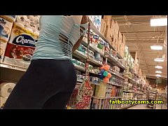 Latina with an AMAZING ASS in Grocery Store - f...