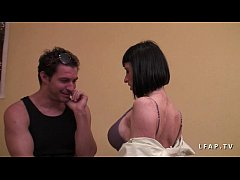 Casting milf francaise aux gros seins sodomisee...