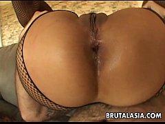 Mega hot busty Asian slut gets spitroasted in a...
